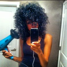 Natural Hair | Diffusing my hair. Cuts down on dry time and helps me achieve my big curly fro.