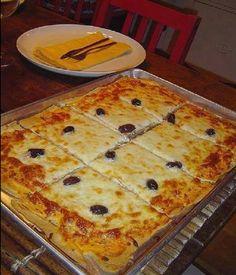 Ingredients: 1 cup (s) of milk 1 unit (s) of egg 1 teaspoon (s) of salt 1 teaspoon (s) of sugar 1 Good Food, Yummy Food, Tasty, Pizza Recipes, Cooking Recipes, Pizza Hut, Italian Recipes, Mixer, Food And Drink