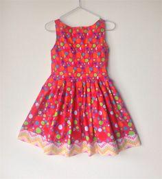 Girls dress size 7 elegant pleated multi spot on fuschia with chevrons.