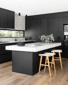 Sleek, luxurious and moody. Join our mailing list to stay up to date with all pr. - Design Cointrend News Bathroom Interior, Kitchen Interior, Vagas Home Office, Mesa Home Office, Tiny Spaces, Minimalist Kitchen, Cuisines Design, Black Kitchens, Modern Kitchen Design