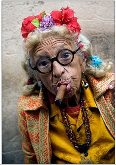 Pictures of Cuba Cigars And Women, Women Smoking Cigars, Cuban Women, Cuba Pictures, Old Faces, Interesting Faces, Photos Du, People Around The World, Old Women