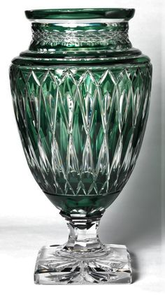 VAL SAINT LAMBERT ::: VASE VERT JUPITER TAILLE DIAMOND. mm Cut Glass, Glass Art, Emerald Green, Saints, Ceramics, Crystals, Abstract, Diamond, Yellow