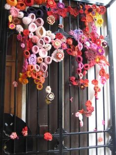 Paris yarn bombing