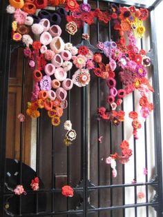 Paris yarn bombing