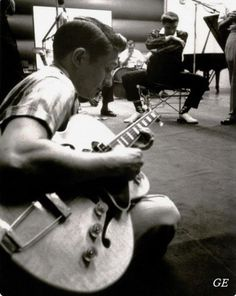 Scotty Moore ❤ and Elvis in the background RCA Studios 1956