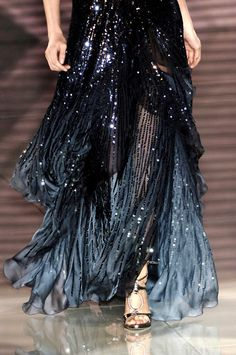 Versace Haute Couture Spring 2006 - Not Ordinary Fashion ~ETS Couture Mode, Couture Fashion, Runway Fashion, Womens Fashion, Milan Fashion, Street Fashion, Beautiful Gowns, Beautiful Outfits, Cute Outfits
