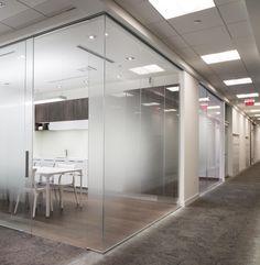 Glass cube office, Toronto (Rollglass)