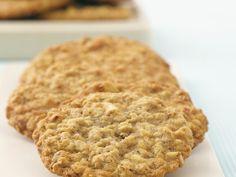 Bananen-Cookies mit Nüssen und Haferflocken - smarter - Zeit: 40 Min. | eatsmarter.de