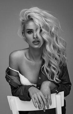 Budiour Photography, Boudoir Photography Poses, Glamour Photography, Black And White Photography Portraits, Studio Portrait Photography, Creative Fashion Photography, Intimate Photography, Black And White Portraits, Studio Portraits