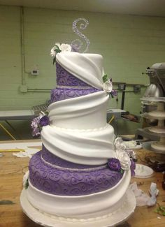 wedding cakes with the purple color in red would be a cute design