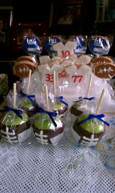 dip apples in caramel, then chocolate. little white icing= football! Pinned for Electric Football by Tudor Games Football Treats, Kids Football Snacks, Football Party Favors, Football Centerpieces, Football Desserts, Football Party Decorations, Sports Snacks, Banquet Centerpieces, Football Decor