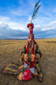 10 Traditional Ethnic Clothes Around the World | HAPPEE TRAVELERS