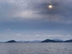 ( Evening Now at Hakata bay in Japan) 05 Jun. 18:05 夕陽の所在はわかりますが、雲が厚い博多湾です。