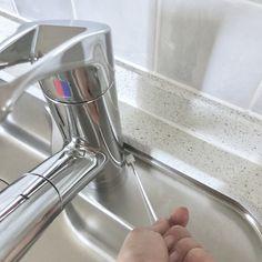 """@izabel13ok on Instagram: """"#掃除 ・ ・ こないだ住吉大社行った時に 見つけて買って帰ったのはこのメラミンスポンジ付きのお掃除棒(爆)←主婦感ʬʬʬ ・ ・ #ミーツ 100円ショップで5本入100円でした☝︎ (毎度ながら地味なpost☝︎) ・ ・ 水栓周りの細かいところとかに良さげー😀 ・ ・…"""" Toothbrush Holder, Clean House"""