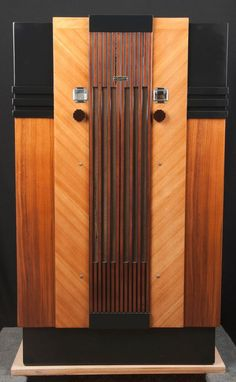 "Majestic 1933 ""Lido"" ART DECO Console Wood Vacuum Tube Radio- RESTORED"