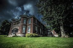 The Randolph Asylum, Winchester - IN. Overnight Ghost Hunt with Accommodation. Scary Places, Haunted Places, Abandoned Places, Places To Visit, Abandoned Mansions, Haunted House Stories, Haunted Houses, Big Beautiful Houses, Scary Ghost Stories