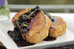Creamy mascarpone, crispy bread, and gooey blueberries combine in Chef Fabio& amazing stuffed French toast! What's For Breakfast, Breakfast Recipes, Breakfast Specials, Blueberry French Toast, Love Food, Cooking Recipes, Yummy Food, Favorite Recipes, Compote Recipe