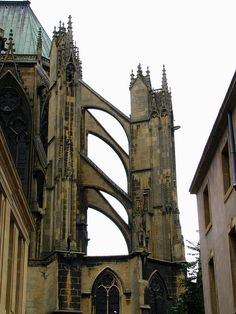 Gothic flying butresses, Saint-Étienne cathedral, Metz, France by j.labrado, via Flickr