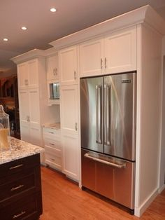Ivory Shaker Cabinets - I love these cabinets.  Had a fridge like that and did not care for it.