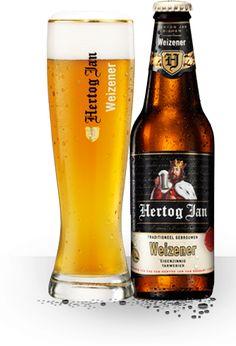 Weizener - Hertog Jan Weizener (5,7%) is een licht nevelig, diepgoud zomerbier dat gemakkelijk drinkt. Zacht met voldoende bitters, volmondig, aromatisch en toch lekker fris dankzij een onmiskenbare vleug sinaasappel(schil). Het bier is mooi in balans. Daarmee kun je culinair gezien alle kanten op.