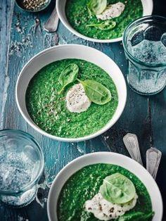 Bereiten Sie mit unserem Spinatcremesuppen-Rezept eine fleischfreie Suppe mit Blattspinat und Kokosmilch zu – auch für Veganer und Vegetarier ein Genuss.