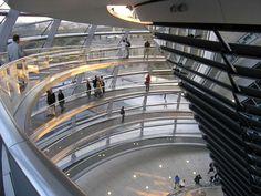 Deutsche Tour: Reichstag-Glaskuppel & Regierungsviertel.    Sehr beeindruckend !  September 2016