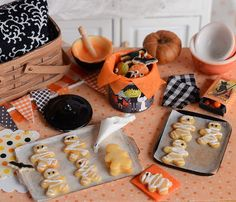 :: Crafty :: Clay ☾☾ Halloween ☾☾ Miniature Halloween Baking Cookies