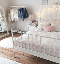Girl Room Decor Ideas - How do I make my room trendy? Girl Room Decor Ideas - How can I make my room pretty? Tumblr Bedroom, Tumblr Rooms, Cool Teen Bedrooms, Girls Bedroom, Ikea Bedroom, Bedroom Decor, Bedroom Ideas, Teen Decor, Pink Room