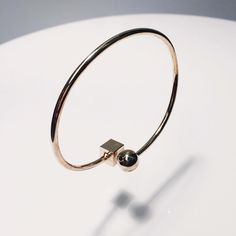 Unique & Cute ⚪️+◾️ bracelet  Have a happy #SummerFriday #TGIF  #ynsdavidson #bracelet #gold #jotd #jewelry #fashionjewerly #jewelswag #instajewelry #dailyjewelry #chic #modern #daily #cuff #whattowear  #unique