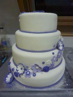 simpele bruidstaart met platte bloemen