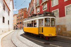 Découvrez notre sélection de bars pour écouter du Fado à Lisbonne !  #lisbonne #fado #bar