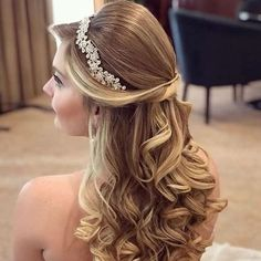 100 hairstyles for naturally curly hair to rock this summer - Hairstyles Trends 100 hairstyles for naturally curly hair to rock this summer - Hairstyles Trends SEE DETAILS. Wedding Tiara Hairstyles, Homecoming Hairstyles, Bride Hairstyles, Sweet 16 Hairstyles, Summer Hairstyles, Wedding Hair And Makeup, Bridal Hair, Hair Makeup, Wedding Makeover