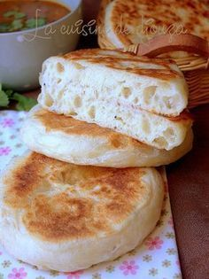 Arabic Recipes 67144 Very soft matlouh bun (khobz tajine) Bread Recipes, Cooking Recipes, Algerian Recipes, Cooking Bread, Ramadan Recipes, Ramadan Desserts, Ramadan Food, Arabic Food, Food Porn
