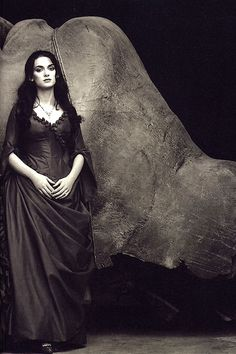 "mademoisellelapiquante: ""   Winona Ryder as Mina Murray in Dracula - 1992 """