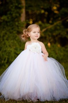 Adorable !! Flower girl!!! http://roxyheartvintage.com