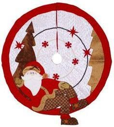 this is a fantastic tree skirt! I wonder if I could pull this off Christmas Patchwork, Christmas Sewing, Christmas Items, Christmas Projects, Santa Christmas, Christmas Quilting, Christmas Runner, Cool Christmas Trees, Christmas Pillow