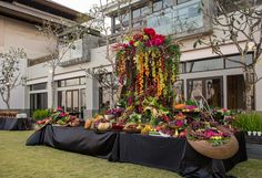 For the fresh fruit table at a wedding buffet, event planners at The Ritz-Carlton, Bali, let the beauty of local produce flow seamlessly into the design of an eye-catching centerpiece.