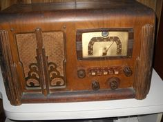 1939 Silvertone Table Top Radio with AM and Foreign bands Model #6128D