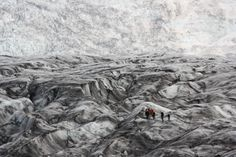 Glacier couvert de cendres volcaniques - Isabelle Godard