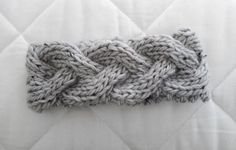 DIY Idee: Stirnband mit Zopfmuster stricken / DIY idea: knitting headband with cable pattern