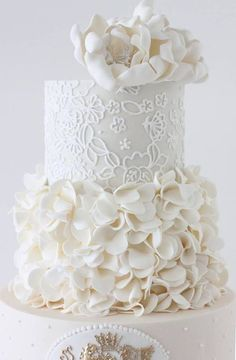 we ❤ this! moncheribridals.com #weddingcake