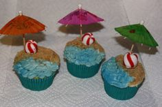 beach cupcakes | Posted by Jessica (SweetCelebrations on Facebook) at 10:16 PM
