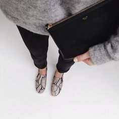 fall fashion // street style // black // grey // monochrome // inspiration // cozy sweater // leather bag
