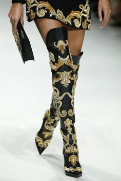 The best shoes on the catwalk of Milan Fashion Week - Versace - # . - The best shoes on the catwalk of Milan Fashion Week – Versace – - Bootie Boots, Shoe Boots, Versace Shoes, Prada Shoes, Versace Versace, Runway Shoes, Fashion Boots, Milan Fashion, Fashion Heels
