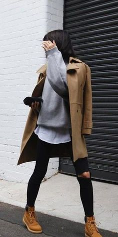 winter outfits curvy Timberland Winter Outfit with Grey Oversized Sweater and Camel Coat Grey Sweater Outfit, Oversized Grey Sweater, Grey Outfit, Black Timberland Outfits, Timberland Boots Style, Timberland Fashion, Outfits With Black Timberlands, Timberland Heels, Winter Boots Outfits