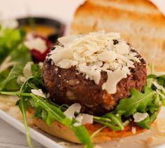 """""""The House of SteakBurguer"""" El restaurante me encantó, la comida riquísima, está especializado en hamburguesas (las mejores hamburguesas de Madrid, como se definen ellos mismos) y carnes a la parrilla. Ver más: http://www.mujerglobal.com/noticias/las-mejores-hamburguesas-de-madrid-the-house-of-steakburguer/"""