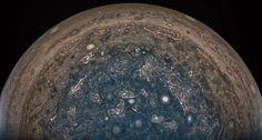 無人探査機「ジュノー」が、木星南極上空の雲頂から10万1000キロの距離で撮影した木星の画像。米航空宇宙局(NASA)提供(2017年2月2日撮影、同月18日提供)。(c)AFP=時事/AFPBB N... - AFPBB News 提供