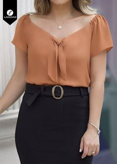 Blusas para mujer Limonni Ameliee LI1925 Casuales Blouse Styles, Blouse Designs, Stylish Dresses, Fashion Dresses, Iranian Women Fashion, Stylish Blouse Design, Classy Dress, Classy Chic, Work Attire