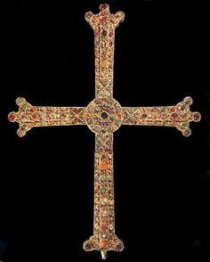 Cruz de la Victoria - Cámara Santa de la Catedral de Oviedo