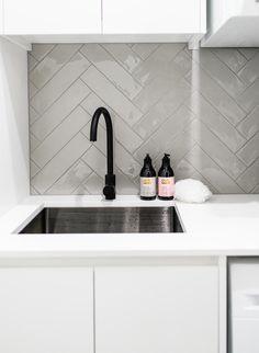 Modern Laundry Rooms, Laundry In Bathroom, Küchen Design, House Design, Design Ideas, Kitchen Splashback Tiles, Open Plan Kitchen Living Room, Laundry Room Inspiration, Laundry Room Design